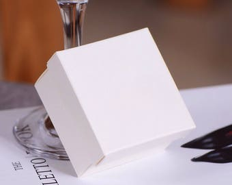 30x Pearl White Bomboniere Favour Boxes - White Paper Boxes Wedding & Party Gift Box - Chocolate Candy Cookie Box - Christmas Gift Box