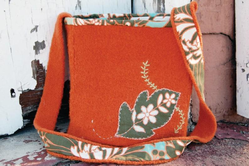 Fab Felt Tote Knitting Pattern image 0