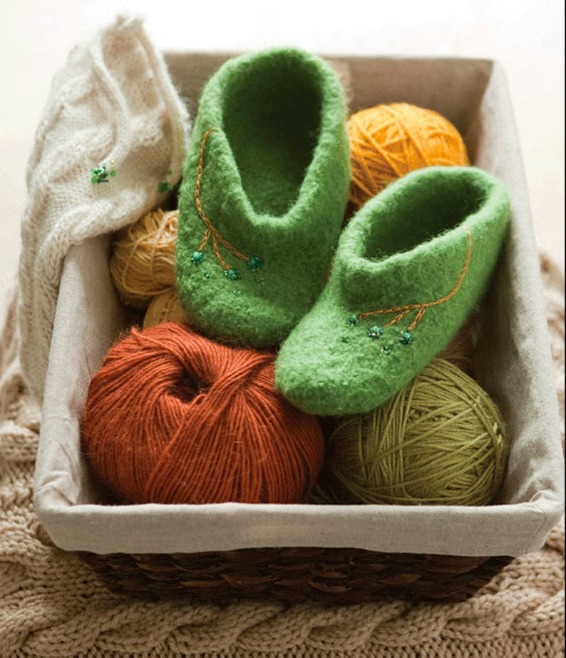 Tootsies Slippers Adult Sized Knitting Pattern image 0