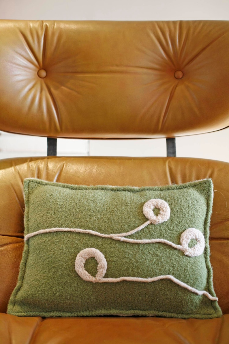 Plum Blossom Pillow Knitting Pattern image 0