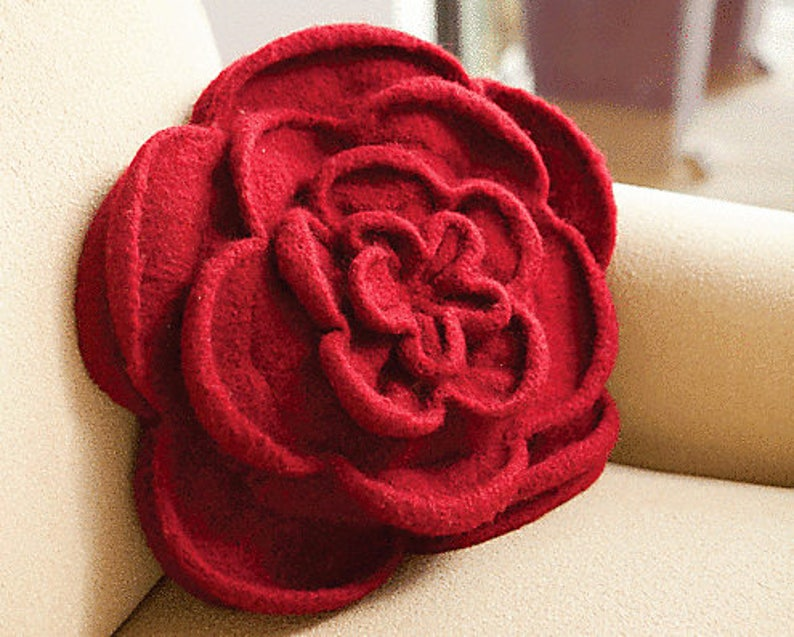 Felted Rose Pillow or Purse Knitting Pattern image 0