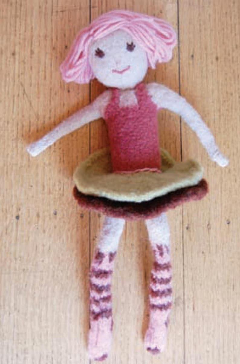 Flora Doll Knitting Pattern image 0