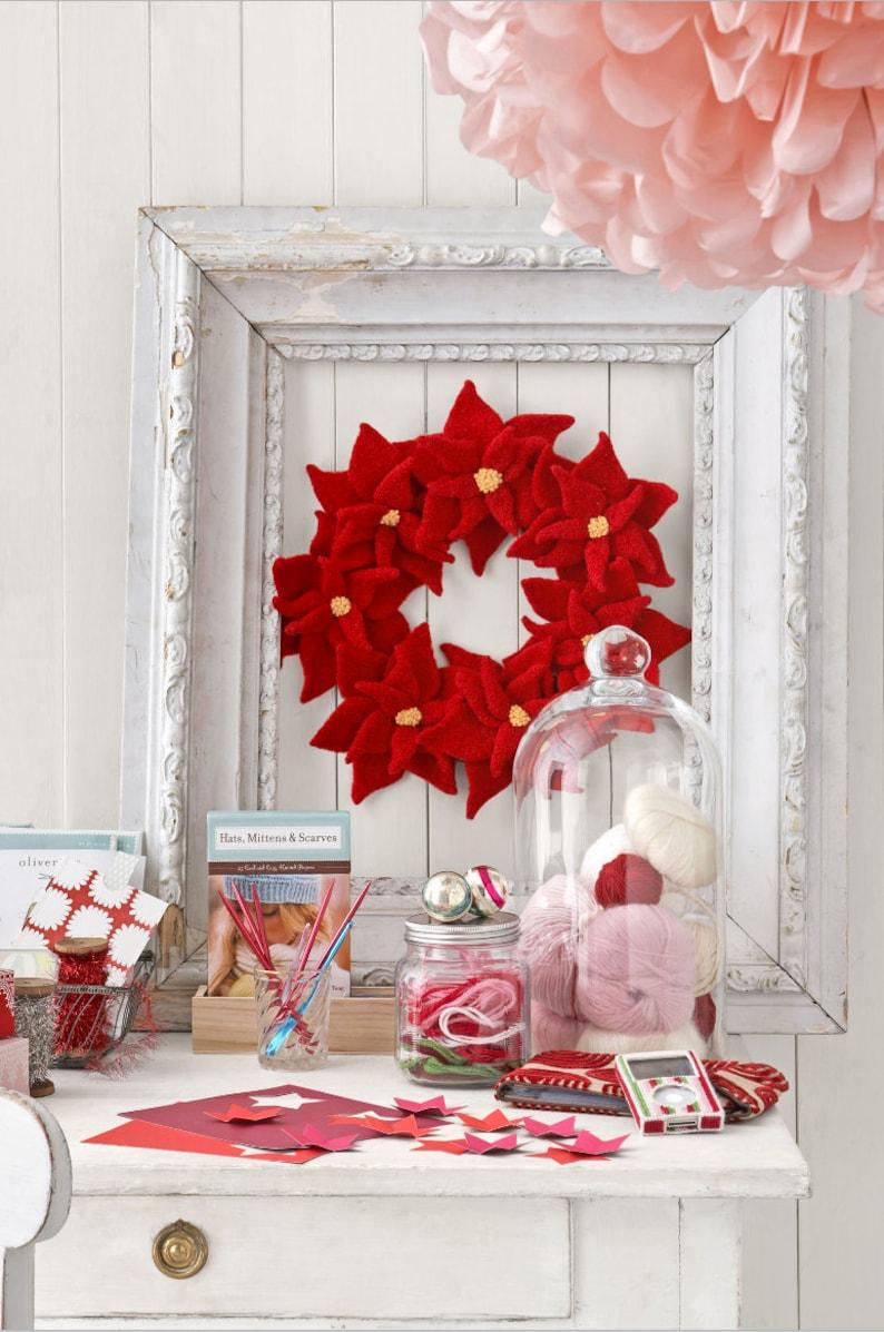 Poinsettia Wreath Knitting Pattern image 0