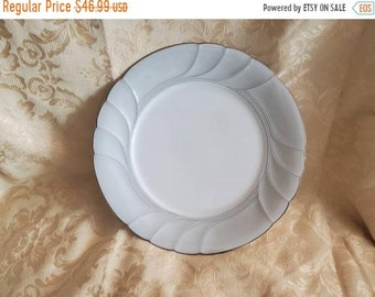 On Sale Royal Doulton Prelude Design  8.25 inch Salad or Dessert Plate Replacement Dish Vintage Kitchen