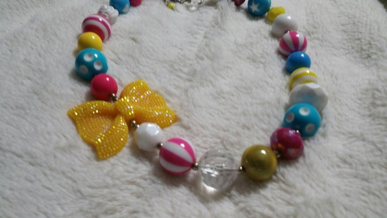 On Sale Bright Spring Colors with Yellow Glittery Bows Plastic Beaded 18 inch Necklace Circus Style Costume Jewelry Fashion Accessory