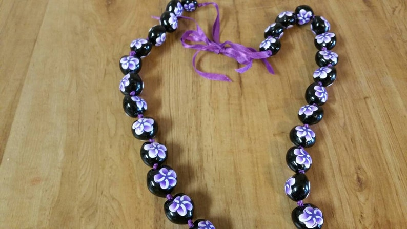 On Sale Island Style Kukui Bead Kaui Pink,White and Black Flower Souvenir 40 inch Necklace Costume Jewelry Fashion Accessory
