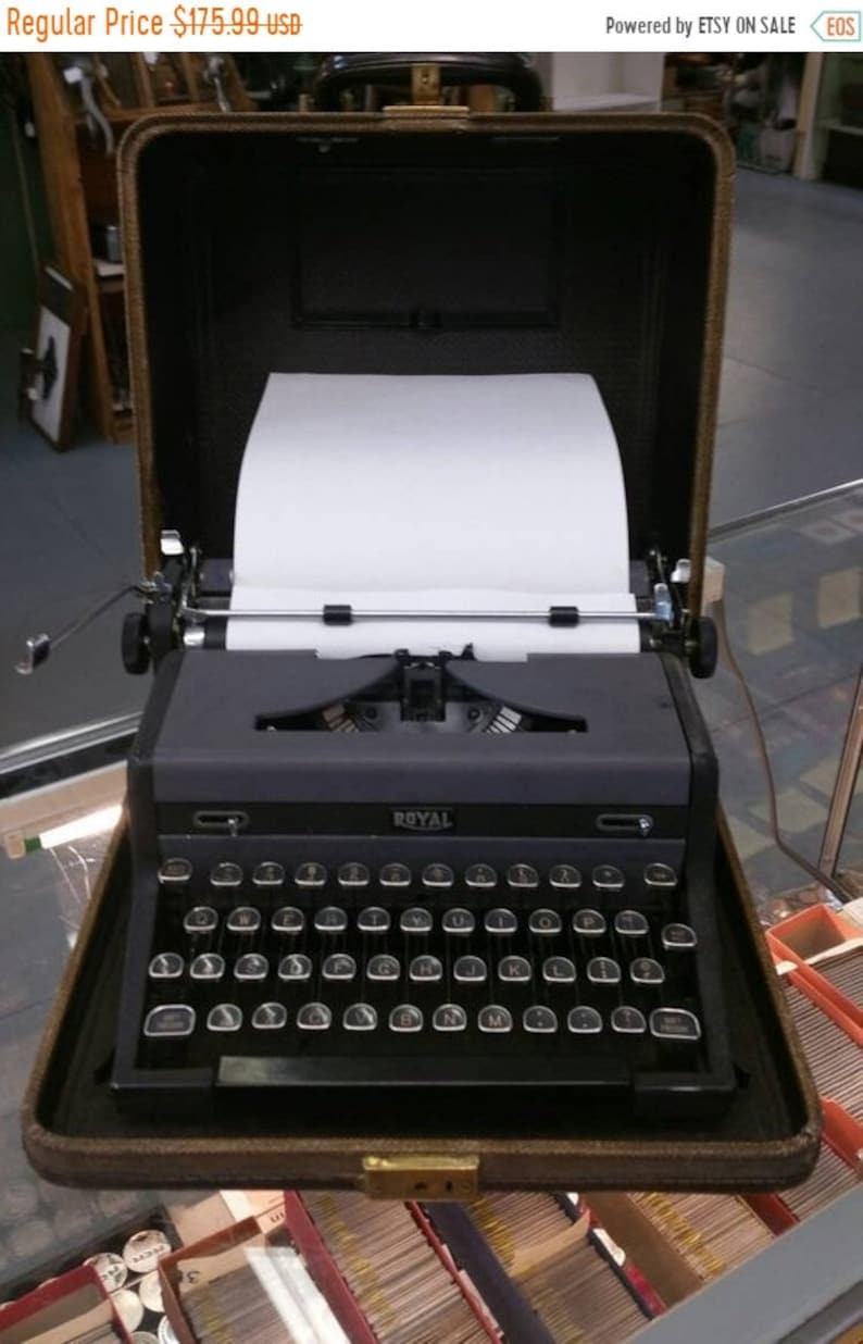 On Sale Royal Quiet Deluxe, Manual Typewriter with Original Brown Tweed  Case, Vintage Computer, Office or Home Decor