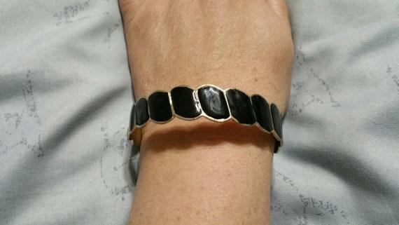 Silver Toned Metal and Black Enamel Ruffled Bangle Bracelet Costume Jewelry Fashion Accessory