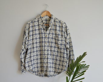 Vintage Women's Columbia Sportswear Flannel Plaid and Geometric Pattern Button-up Shirt   Medium-Large   1990's