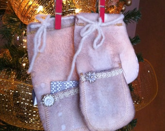 5 Mitten Ornaments With Pockets
