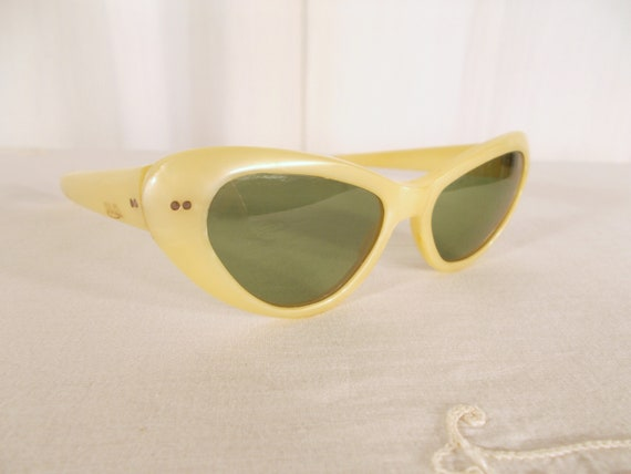 0bbcfb34cd4 1950s Sunglasses   Cat Eye   Cat Eye Sunglasses   Yellow