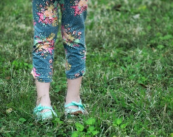 Ditsy Blossom Leggings, Ankle Crop Length Elastic Rouching Detail, Baby and Kids Fitted Crop Leggings