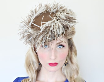 Vintage 1940s Hat / Topper / Firework Feathers / 40s tilt hat / Cream and brown