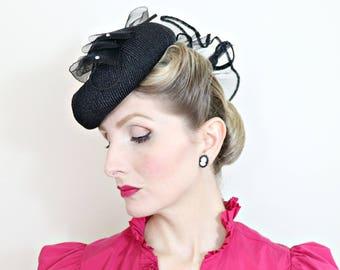 Vintage 1930s Hat / Black Tilt Hat / Crin Ruffles / 1940s hat / Cute