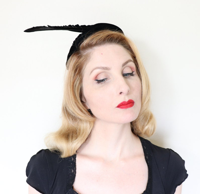 Vintage 1950s Hat / 50s feather hat / Black velvet / Pointed image 0