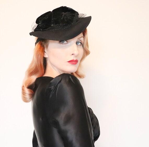 Vintage 1930s hat / 1930s tilt hat / Black wool /