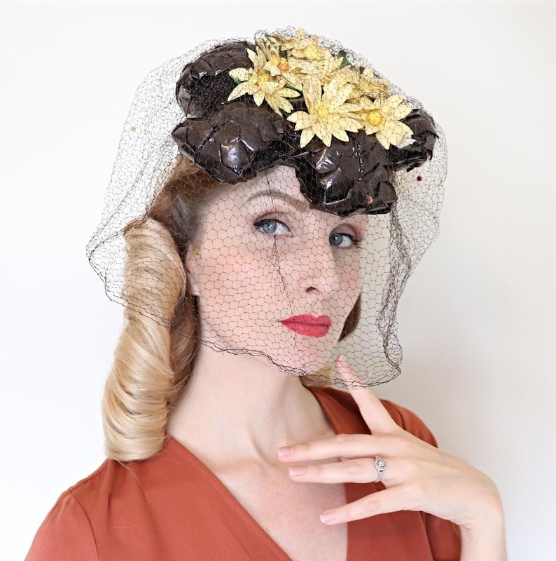 Vintage 1940s Hat / 40s perch hat / Daisy O ring tilt hat / image 0