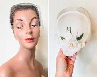 Vintage 1950s hat / bridal / 50s hat / White rose / netting / pristine