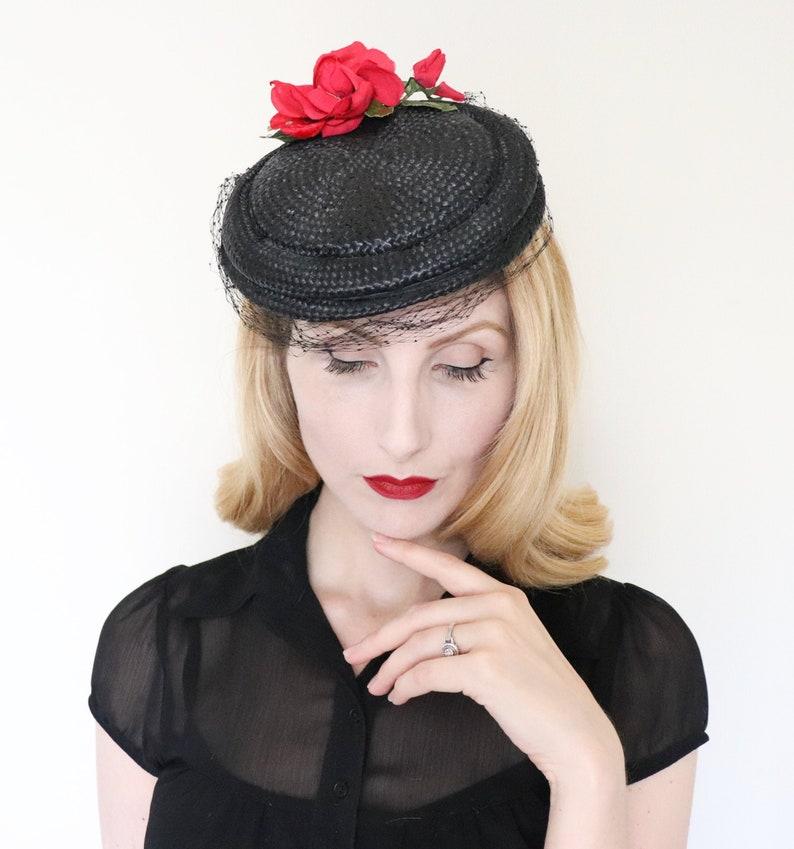 Vintage 1950s hat / 50s straw hat / Red roses / Black straw image 0