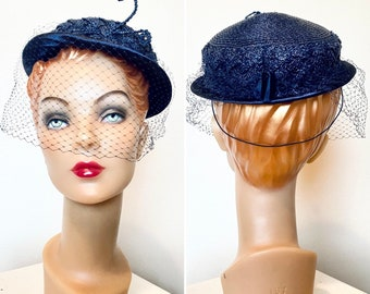 Vintage 1950s Hat / Navy blue / 50s Straw Hat / hat with netting / classic
