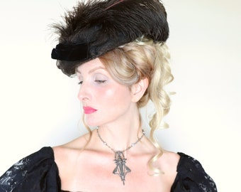 Antique Hat / 1910s Hat / Edwardian hat / Toque / Feathers / Horsehair