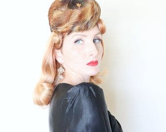 Vintage 1940s hat / 40s Perch hat / Mitzie feather hat / Tall pillbox / Adorable