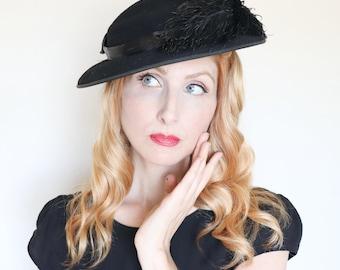 Vintage 1930s hat / 30s tilt hat / Black feathers / Black felt / High Class
