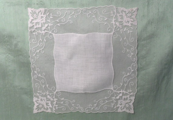 AS IS Lace edged off white linen handkerchief /  v