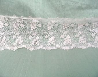 """Wide lace yardage with grape bunch design / vintage 27 inches of 4"""" wide"""