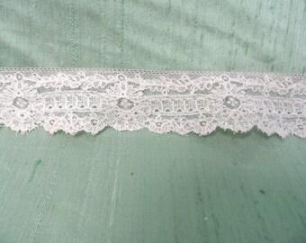 """2.5 yards of beige lace yardage /  vintage net border edge lace 1.25"""" trim"""