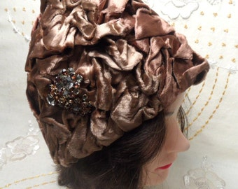 Nan Cie vintage brown velvet hat with brooch / woman's cloche hat