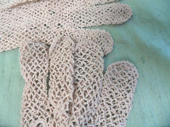 Beige crocheted mesh gloves /  vintage w gauntlet… - image 9