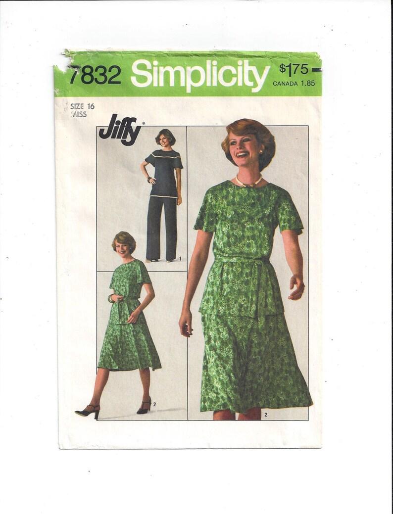 f67ccaebd30 Patron Simplicity 7832 pour Jiffy Top pantalon jupe