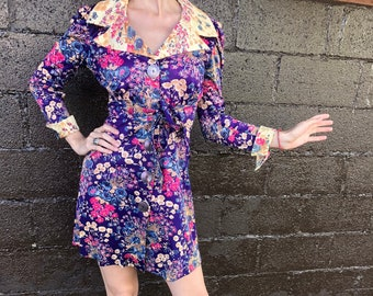 1970s Butterfly collar mini floral dress
