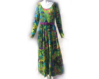 Vintage 70s Tropical Bird of Paradise Green Pink Yellow Scoopneck Long Sleeve Maxi Dress with Tiered Skirt size Large