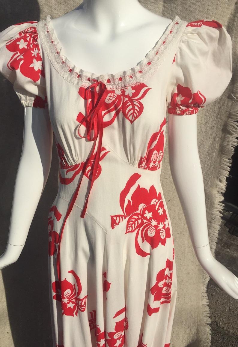 Early 40s Hawaiian Print Puff Sleeve Dress