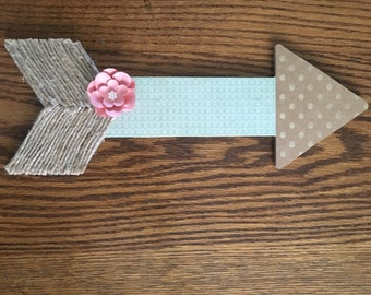 lovely little arrow. country chic arrow.