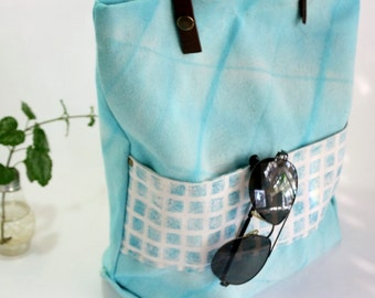 Canvas tote bag Shibori dyed - Teal canvas beach tote hand dyed - Canvas tote with leather handles - Urban modern bag turquoise shibori dye