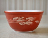 Pyrex Autumn Harvest 402 nesting bowl, 1.5 liter Brick red Burnt orange mixing bowl with Tan Beige wheat