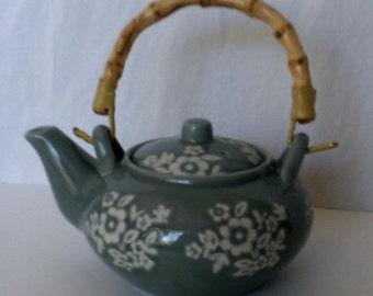 Japanese Single Serving Tea Pot - Porcelain - Sgraffito technique