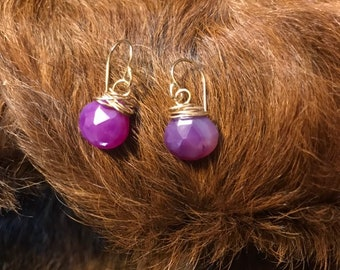 Darla earring: purple colored chalcedony teardrop shaped earring with gold fillwire and earwire
