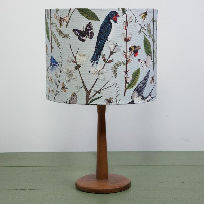 Uccelli Lampshade. Ingoiature fatte a mano e tessuto fiorito 5xEGx7u3