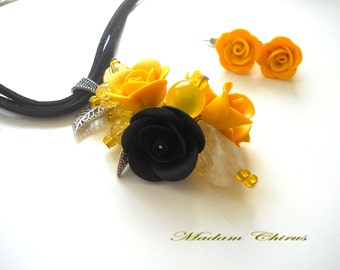 Pendant and earrings with yellow roses