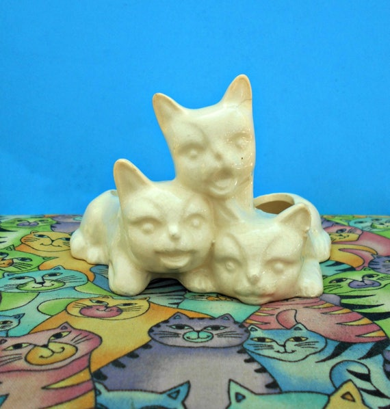 Whoa Age Swap On A Few Of Them There That Would Be: Ceramic 3 Kittens Planter Creamy White Cat Figurine