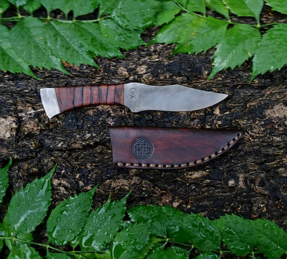 Integral field knife and sheath