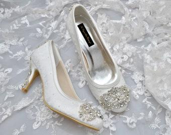 Custom handmade ivory Lace Bridal wedding Crystal & Pearl Vintage Gatsby Deco motif brooch satin closed Mid Heel court