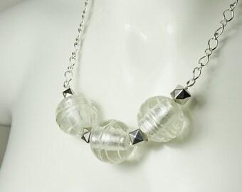 Clear Big Bold Necklace Big Statement Glass Necklace Big Balls Silver Swirl Necklace Geometric Shape Jewellery Large Trendy Anjoubijoux