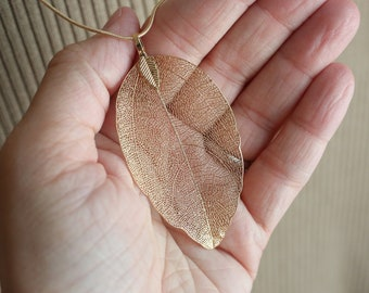 Real Natural looking Leaf Pendant Necklace