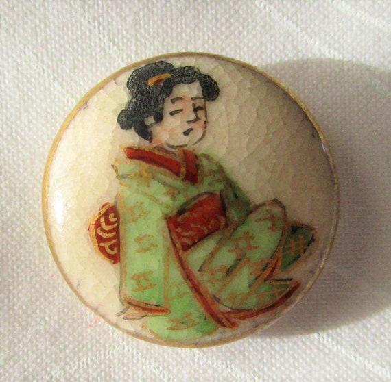 Vintage Satsuma 1 Button with Geishas