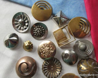 0173 – 18 Funky Antique and Vintage Buttons, Some Open Work